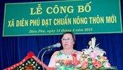 Cô Đinh Thị Kiều Hoa nhận danh hiệu Hộ Kinh Doanh Giỏi